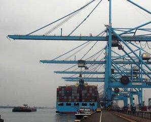 dockside ship to shore cranes